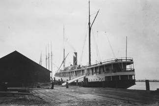 The Pomona docked in Eureka, California in 1905