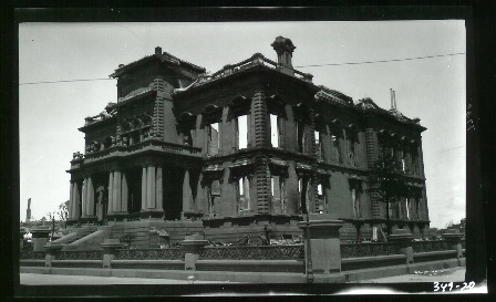 """All about were the palaces of the nabob pioneers of Forty-nine. To the east and south at right angles, were advancing two mighty walls of flame ""    Nob Hill Mansion, 1906. Photo by Jack London."
