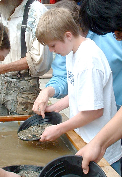 Student learning to Gold Pan