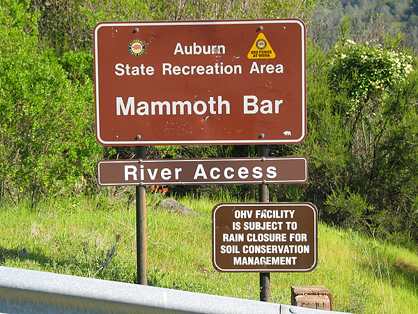 Mammoth Bar Entrance Sign